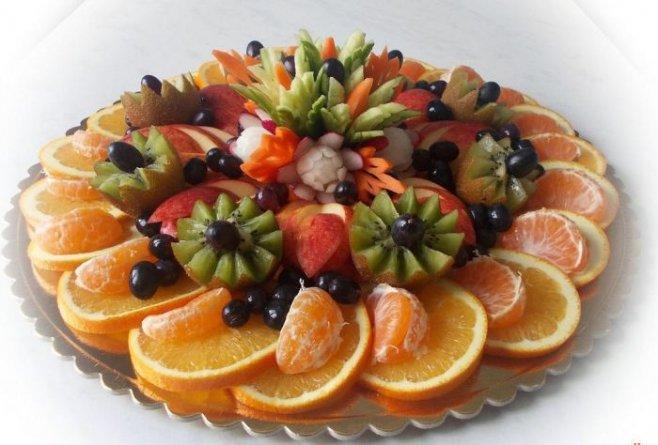 Как празднично оформить фруктовую нарезку