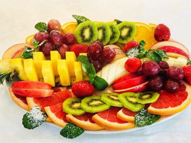 Красивая фруктовая нарезка на Новый Год