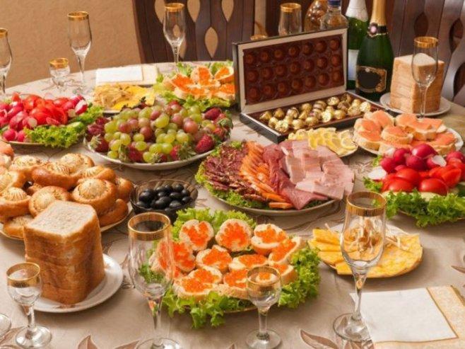 Как не переесть за новогодним столом: советы диетолога