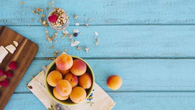 Домашняя натуральная косметика : нежный персиковый скраб