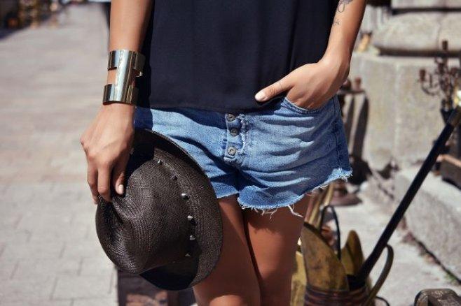 Женские шорты: оригинальные и удобные образы