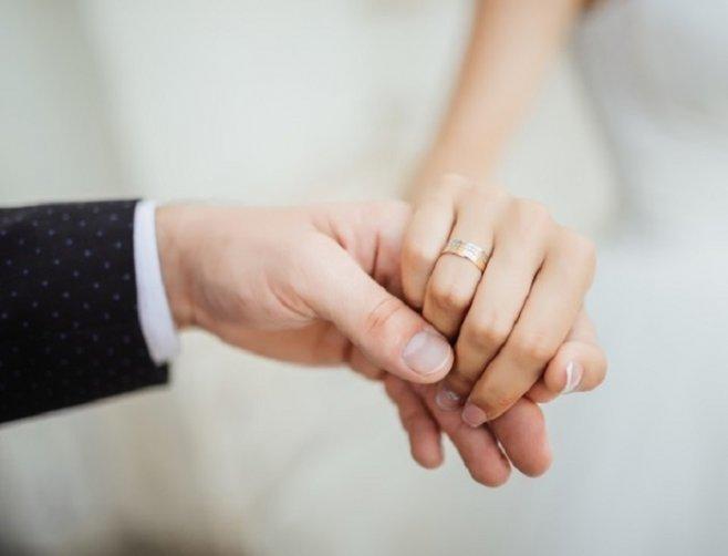 Стоит ли спешить замуж: брак в 18 или 28
