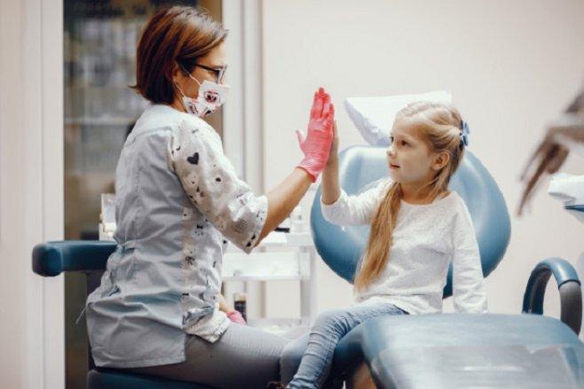 Первый прием у стоматолога: советы для родителей