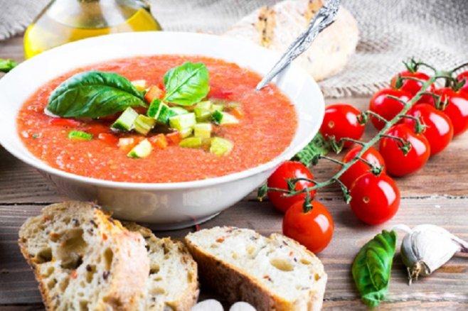 Испанский суп гаспачо: с гренками, классический и с арбузом