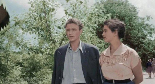 Почему женщины в советское время выглядели крупнее